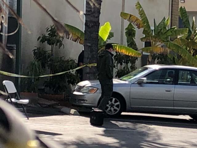 نامعلوم شخص نے مسجد کے باہر ایک نوٹ بھی چھوڑا جس میں کرائسٹ چرچ حملے کا زکر کیا گیا تھا۔ فوٹو : کے ایف ایم بی