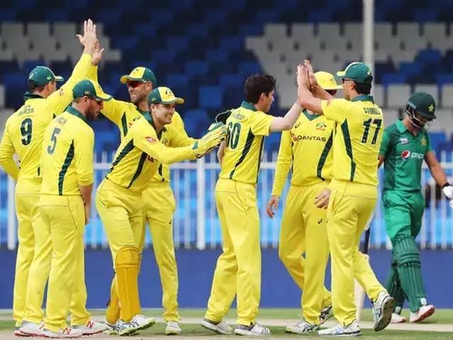 267 رنز کے ہدف کے تعاقب میں پاکستان کی پوری ٹیم 186 رنز پر ہی ڈھیرہوگئی . فوٹو : فائل
