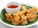 ''چکن وان ٹون ود ساس'' مقبول ہوتی ہوئی نئی ڈش ہے جو بچوں اور بڑوں سب ہی کو پسند آتی ہے: فوٹو: فائل