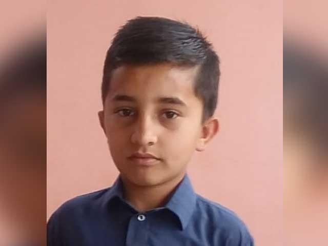12 سالہ نوعمر لڑکے سجاد کو مقامی قبرستان میں سپرد خاک کردیا گیا فوٹو:ایکسپریس