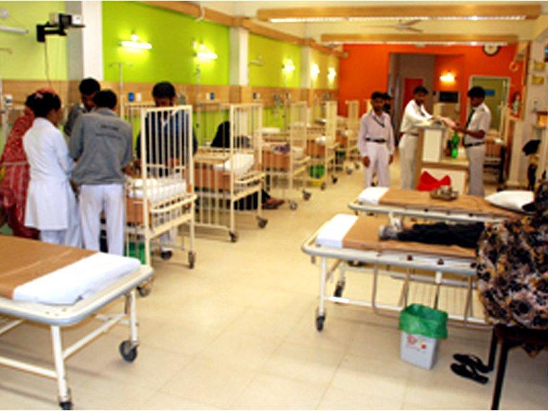 صوبے کے 2بڑے اسپتالوں کا انتخاب کرلیا گیا،اخراجات حکومت سندھ ادا کریگی۔ فوٹو: فائل