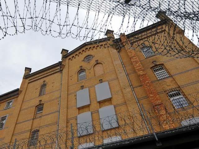 جیل کی عمارت 5 منزل ہے اور اس میں کوٹھریاں، دفاتر اور ملاقاتیوں کا کمرہ بھی موجود ہے (فوٹو:رائٹرز)