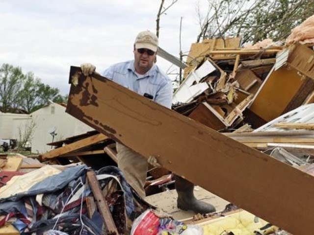 قصبہ ٹورناڈو سیلاب میں بہہ گیا جب کہ ہیملٹن میں درجنوں گھر زمین بوس ہوگئے۔ فوٹو : ٹویٹر