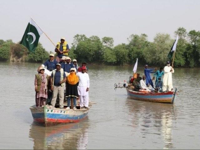 سندھ کے محکمہ جنگلی حیات کی جانب سے کئے گئے تازہ سروے کے بعد نابینا ڈولفن کی مزید 500 تعداد دیکھی گئی ہے۔ فوٹوـ محمد خاور خان
