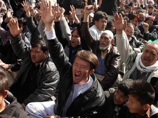 دشمن پاکستان کو بلیک لسٹ کرانا چاہتے ہیں، وزیر مملکت ، شہد کے لواحقین سے ملاقات۔ فوٹو: فائل