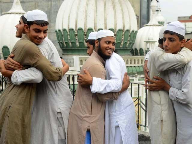 مسلمانوں کے زوال کا بنیادی سبب تفرقہ بازی، اسلامی تعلیمات سے دُوری، اسوۂ نبویؐ سےانحراف اور باہمی جنگ و جدل ہے۔ فوٹو: فائل