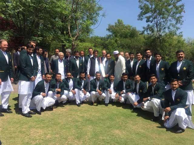 انگلینڈ کی مشکل کنڈیشنز میں دلیری کے ساتھ کھیلنا ہوگا، عمران خان فوٹو:رپورٹر