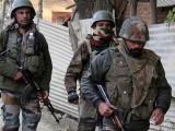 قابض بھارتی فوج نے نام نہاد سرچ آپریشن کے دوران کشمیری نوجوان کو شہید کیا۔ فوٹو : فائل