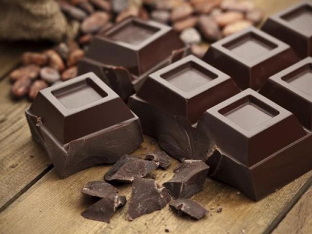 ڈارک چاکلیٹ کے فوائد کے سائنسی ثبوت بھی تلاش کرلیے گئے ہیں۔ فوٹو: فائل