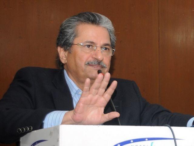 اسد عمر کے خلاف بزدلانہ مہم ان کے قد میں اضافہ کرے گی، وزیر تعلیم فوٹو:فائل