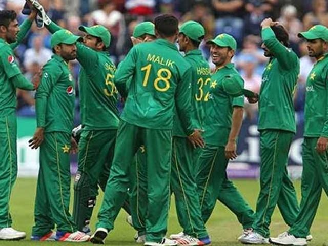 قومی ٹیم سرفراز احمد کی قیادت میں انگلینڈ کے خلاف 5 ون ڈے اور ایک ٹی ٹونٹی میچ کھیلے گی۔ فوٹو : فائل