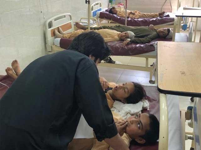 وزیراعلیٰ خیبر پختونخوا محمود خان نے واقعے کا نوٹس لے لیا ہے۔ فوٹو:ایکسپریس