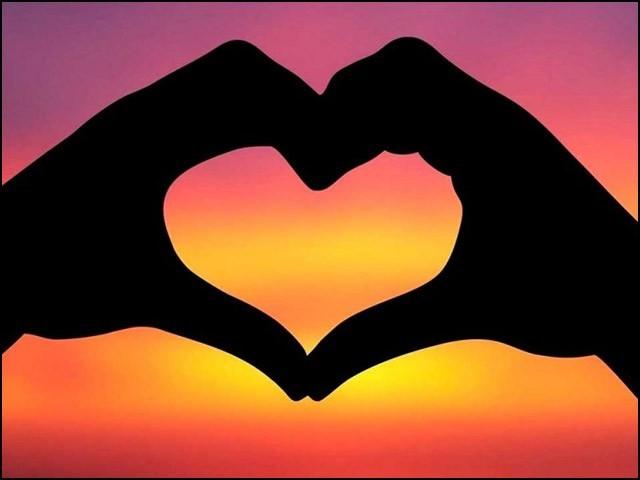 عشق کا تعلق دل سے نہیں بلکہ دماغ سے ہے۔ (تصویر: انٹرنیٹ)
