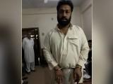 سوشل میڈیا پر وائرل ویڈیو نے نوسرباز کی مکاری کا پول کھول دیا۔ فوٹو : ایکسپریس