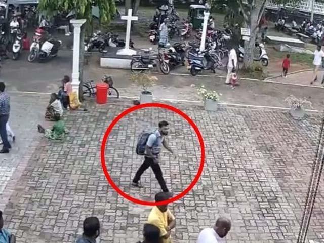 حکومت نے مقامی تنظیم کو ذمہ دار ٹہراتے ہوئے مشتبہ خودکش بمبار کی سی سی ٹی وی فوٹیج جاری کردی۔ فوٹو : فائل