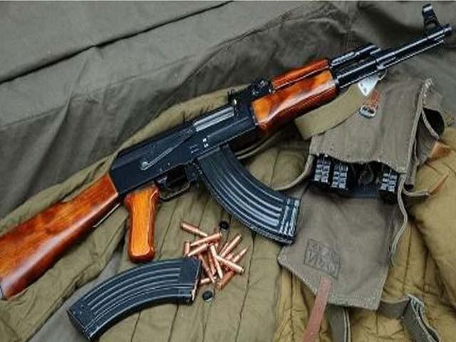 چور پولیس چوکی میں صندوق کا تالا توڑ کر 3 رائفلیں اور 2 درجن گولیاں لے اُڑا۔ فوٹو : فائل