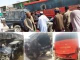 مسافر بس کے گاڑیوں اور موٹرسائیکلوں سے ٹکرانے کے بعد ان میں آگ بھڑک اٹھی ۔ فوٹو : سوشل میڈیا