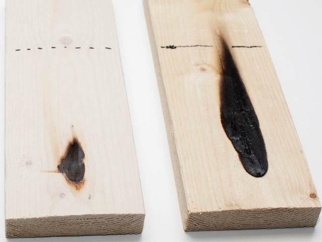 بائیں جانب ہیف شیل کوٹنگ اور دائیں جانب بغیر کوٹنگ کی لکڑی، دونوں کو 30 سیکنڈ تک جلانے کا واضح فرق (فوٹو: بشکریہ وی ٹی ٹی)