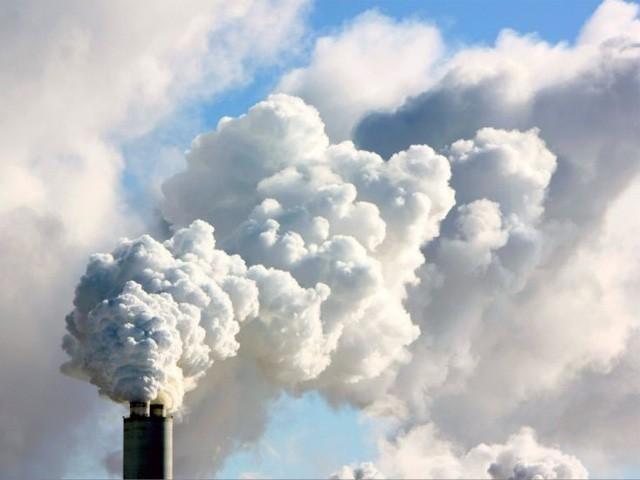 وفاقی اور صوبائی حکومتیں ماحولیاتی کمیشن کے ساتھ تعاون نہیں کر رہیں، جسٹس عمر عطاء بندیال فوٹو:فائل