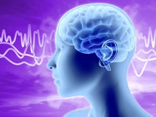 ماہرین کے مطابق ہمارا کان ایک طرح کا یو ایس بی پورٹ ہے جس سے دماغی ونفسیاتی معلومات حاصل کی جاسکتی ہے۔ فوٹو: فائل