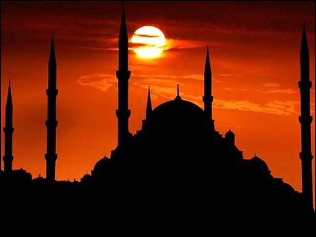 مغل بادشاہوں نے لاتعداد خوبصورت دیدہ زیب مساجد تعمیر کیں۔ (فوٹو: انٹرنیٹ)