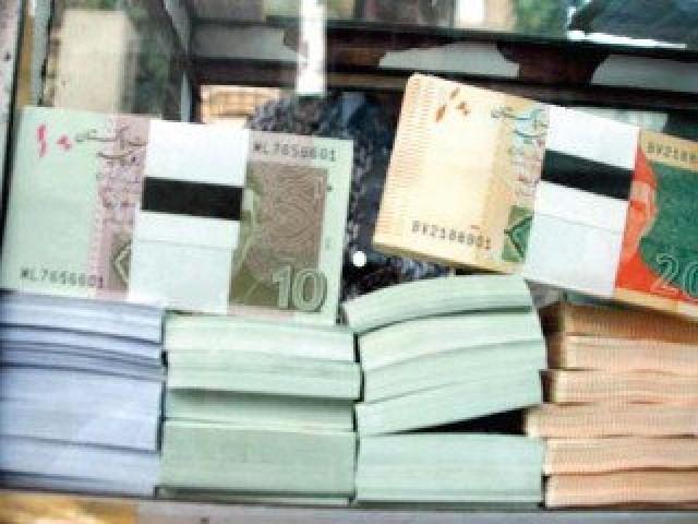 نئے نوٹ ملک بھرکے مختلف بینکوں کے 142 شہروں کی 1700 شاخوں سے دستیاب ہوں گے: فوٹو: فائل