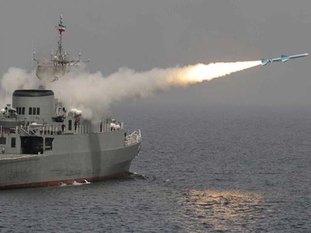 امریکا نے فائٹر طیارے اور جنگی بیڑا قطر پہنچا دیا۔ فوٹو : فائل