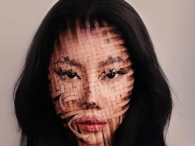 جنوبی کوریا کی میک اپ فنکار ڈین یون اپنے تخلیقی میک اپ سے عالمی شہرت حاصل کرچکی ہیں۔ فوٹو: بشکریہ فیس بک پیج