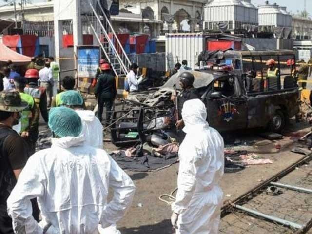 بم دھماکے میں زخمی اہلکارعقیل خان شدید زخمی ہوا تھا : فوٹو: فائل