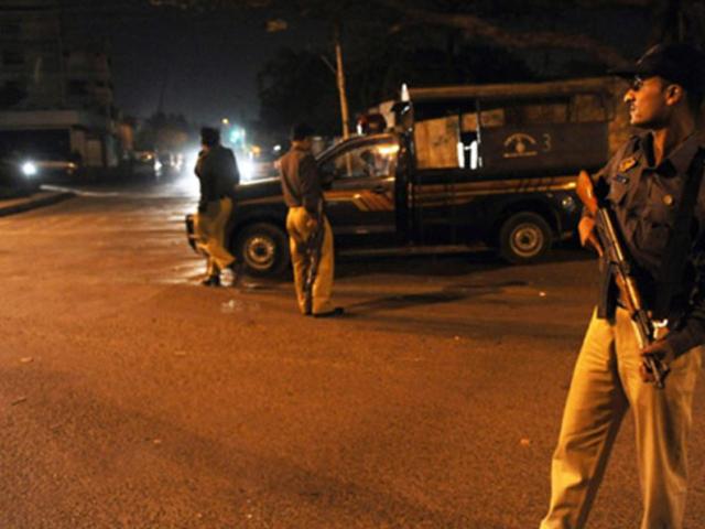 پولیس کی جوابی کارروائی کے دوران فائرنگ سے ایک دہشتگرد ہلاک اور اس کے 3 ساتھی فرار ہونے میں کامیاب ہو گئے، عرفان بہادر۔ فوٹو: فائل