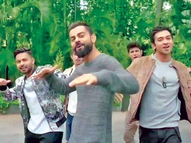 بریڈ ہوج نے ویرات کوہلی پر تنقید کرکے بھارتی شائقین کو چھیڑ دیا۔ فوٹو: سوشل میڈیا