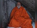 مودی نے ہندوؤں کے مقدس غار میں تپیسیا بھی کی۔ فوٹو : ٹویٹر