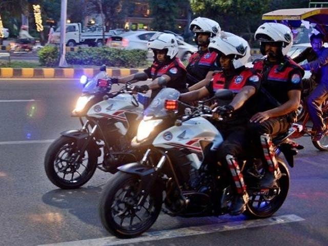 پولیس نے مقدمہ درج کرتے ہوئے 14 ون وہیلرز کو گرفتار کرلیا (فوٹو : فائل)