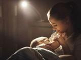 جو مائیں اپنےبچوں کو طویل عرصے تک دودھ پلاتی ہیں ان میں کینسر، ڈپریشن اور امراضِ قلب کا خطرہ کم ہوجاتا ہے۔ فوٹو: فائل