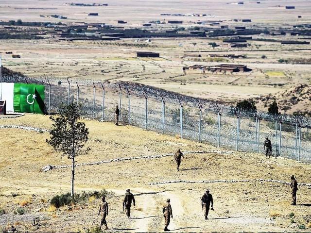 افغان سرحد پار سے دہشت گردوں کی جانب سے پاکستانی سیکیورٹی چوکیوں پر حملے بھی معمول بن چکے ہیں۔ فوٹو: فائل