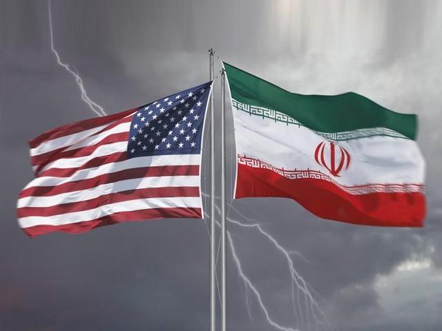 ایران کے خام تیل کی برآمد میں پہلے ہی 50 ہزار بیرل روزانہ کی کمی آ چکی ہے۔ فوٹو: فائل