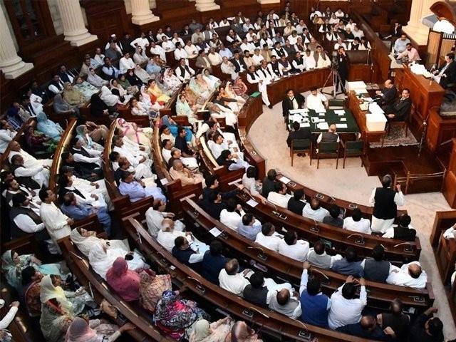 قرارداد پنجاب اسمبلی میں پاکستان مسلم لیگ (ن) کی جانب سے جمع کروائی گئی۔ فوٹو: فائل