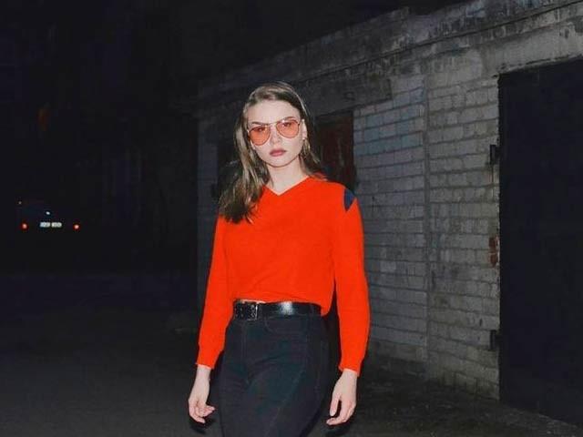 19 سالہ طالبہ وکٹوریا گرنکیوِچ سیلفی بناتے ہوئے دسویں منزل سے گر کر ہلاک ہوگئی۔ فوٹو: ڈیلی مِرر