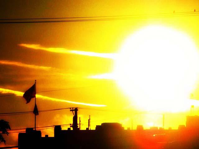 پیر کو شہر کادرجہ حرارت 34.5ڈگری سینٹی گریڈ ریکارڈ کیا گیا ،ہوا میں نمی کا تناسب 74فیصد رہا،محکمہ موسمیات۔ فوٹو : فائل