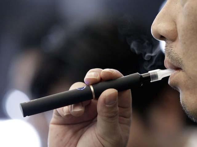 سعودی عرب میں پہلے ہی سگریٹ اور تمباکو پر بھی 100 فیصد ٹیکس عائد ہیں۔ فوٹو : فائل