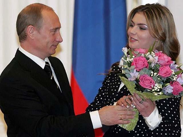 66 سالہ روسی صدر کی گرل فرینڈ 36 سالہ اولمپک گولڈ میڈلسٹ ایتھلیٹ علینا کاباایوا نے جڑواں بچوں کو جنم دیا۔ فوٹو : فائل