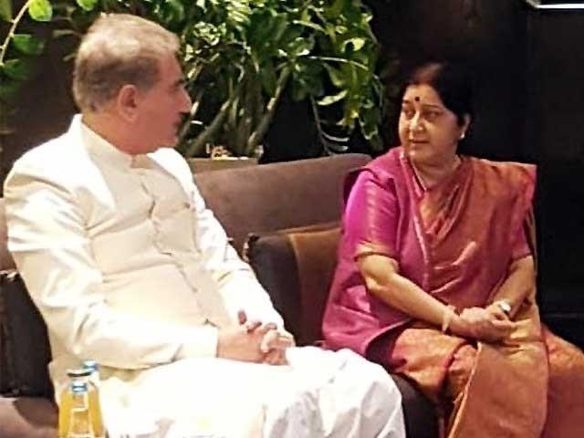 بھارتی وزیرخارجہ کو گلا تھا کہ ہم کبھی کبھار کڑوا بولتے ہیں، شاہ محمود قریشی۔ فوٹو:آئی این پی