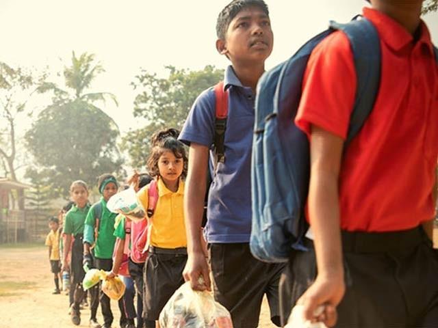 بھارتی اسکول جہاں بچوں سے فیس کی مد میں پلاسٹک کا کچرا لیا جاتا ہے۔ فوٹو: بشکریہ بورڈ پانڈا