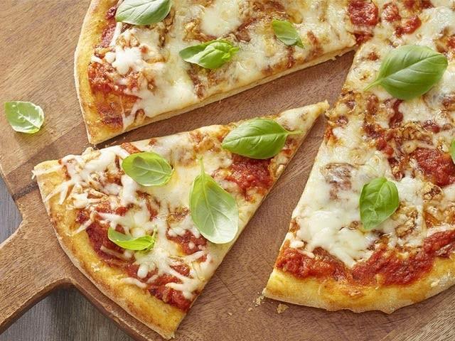 سان فرانسسکو کی ایک کمپنی نے اسمارٹ فون استعمال نہ کرنے کی شرط پر مفت پیزا دینے کا اعلان کیا ہے۔ فوٹو: فائل