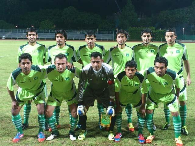 کوالیفائرز کے سلسلے میں یہ پاکستان کا ہوم میچ ہوگا، پاکستانی ٹیم کو اگلے رائونڈ میں رسائی کیلیے 3-0 سے فتح درکار ہوگی۔ فوٹو : فائل