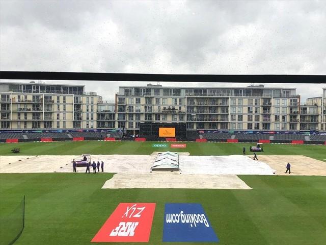 بارش کے باعث میچ منسوخ ہونے کی وجہ سے دونوں ٹیموں کو ایک ایک پوائنٹ مل گیا ہے۔ فوٹو : سوشل میڈیا