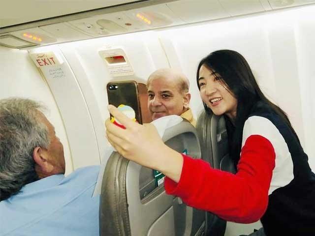 چینی لڑکی نے شہباز شریف کو شہباز اسپیڈ کے نام سے پکارا۔ فوٹو: فائل