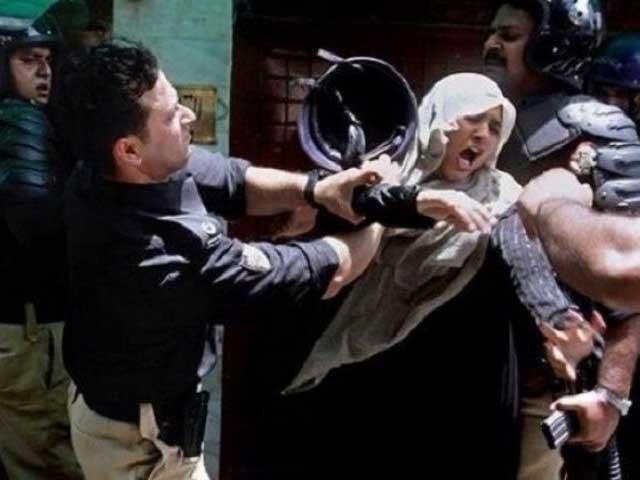 17 جون 2014 کوماڈل ٹاؤن لاہورمیں پولیس کی فائرنگ سے 2 خواتین سمیت 14 افراد جاں بحق ہوئے تھے۔ فوٹو: فائل