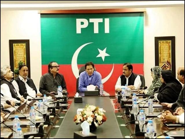 وفاق اور پنجاب میں تحریک انصاف کی حکومت 11 نشستوں کے سہارے کھڑی ہے۔ (فوٹو: انٹرنیٹ)