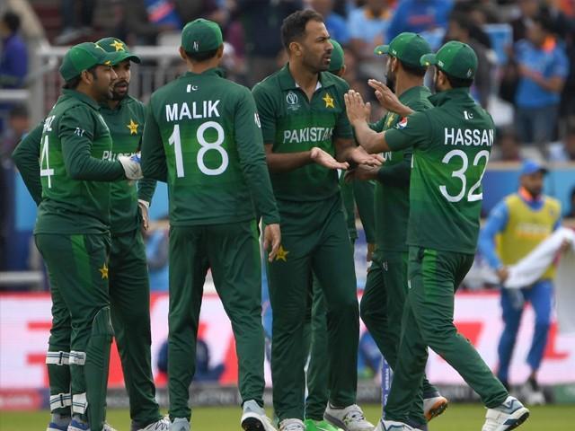 ٹیم مینجمنٹ اور کھلاڑیوں کی کارکردگی کا جائزہ محسن خان کی سربراہی میں کرکٹ کمیٹی لے گی۔فوٹو : فائل